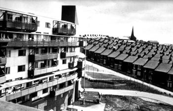 PIONEROS DE LA PARTICIPACIÓN EN STEPIENYBARNO  LA CIUDAD VIVA SANTIAGO DE MOLINA ERSKINE-Byker-Wall-1969-81-500x323