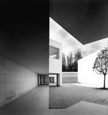 patiogrande2.Museo Serralves.Álvaro Siza. Libresenred.Stepienybarno