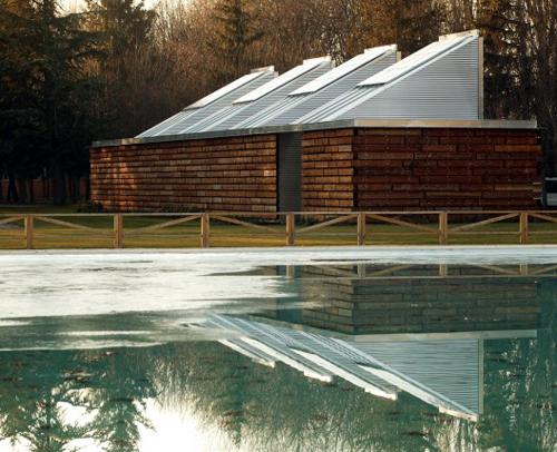 11. Edificio Bioclimático de Instalaciones para las piscinas de Gamarra, Vitoria-Gasteiz. Ramón Ruiz-Cuevas Peña y Adolfo Moro Quintana.