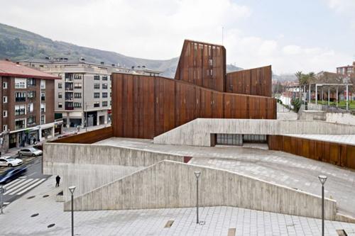 24 Ibon Bilbao España, Jordi Campos García, Caterina Figuerola Tomás y Carlos Gelpí Almirall. Biblioteca de Ortuella
