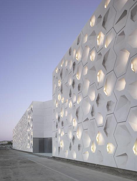 Centro de arte contemporáneo en Córdoba Por Nieto Sobejano Arquitectos _ Stepienbyarno