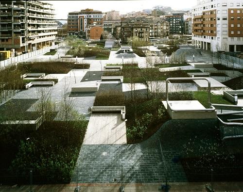 2.1 Plaza del desierto de Eduardo Arroyo.