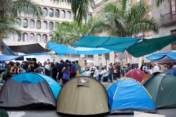 0.-acampada-tenerife-portada-democraciarealya-15M-spanishrevolution-LA-CIUDAD-VIVA-STEPIENYBARNO-