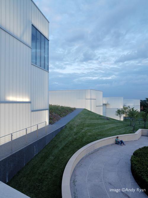 stepienybarno-blog-stepien-y-barno-arquitectura-proyecto-del-dia-plataforma-nelson-atkins-steven-holl-andy-ryan-3