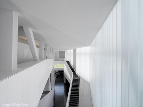 stepienybarno-blog-stepien-y-barno-arquitectura-proyecto-del-dia-plataforma-nelson-atkins-steven-holl-andy-ryan-5