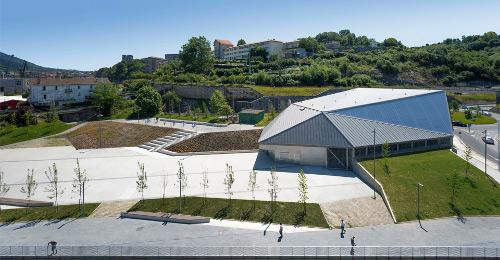 stepienybarno-stepien-y-barno-arquitectura-ProyectoDelDia-vaumm-fronton-molinao