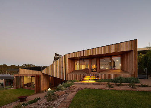 stepienybarno-stepien-y-barno-arquitectura-ProyectoDelDia-designboom- Peter Bennetts-bkk-architects