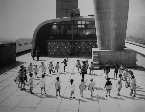 7. le corbusier unite niños terraza _ STEPIENYBARNO _ LA CIUDAD VIVA