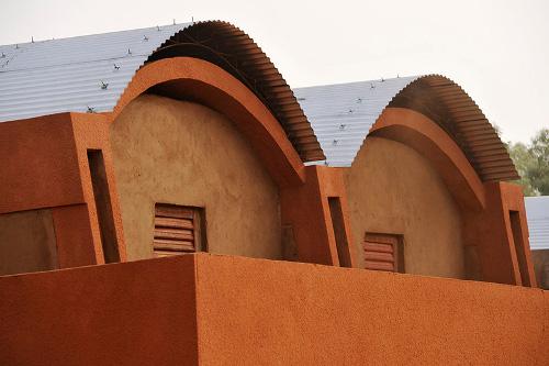 Stepienybarno-blog-stepien-y-barno-arquitectura-More-with-less-diebedo-francis-kere-2