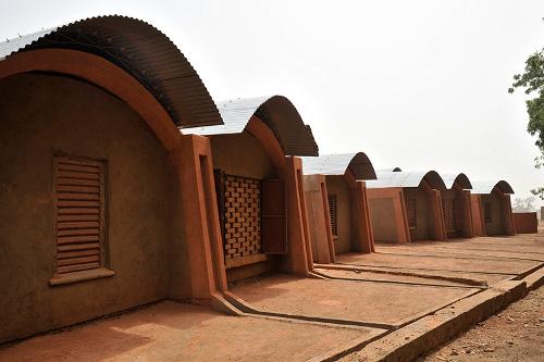 Stepienybarno-blog-stepien-y-barno-arquitectura-More-with-less-diebedo-francis-kere-5