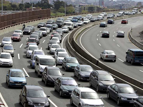 Imagen 1 _ coches tráfico _ Stepienybarno _ La ciudad viva