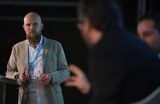 Stefan Junestrand moderando una Mesa Redonda en el III Congreso Edificios Inteligentes.